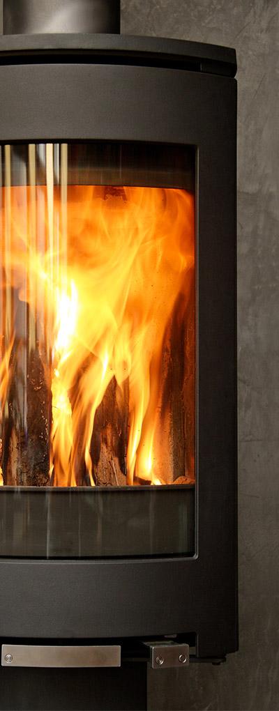 gros plan d'un feu en pleine combustion